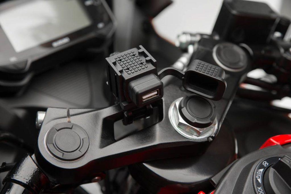 GSX-R150/S150SUZUKI原廠USB充電座