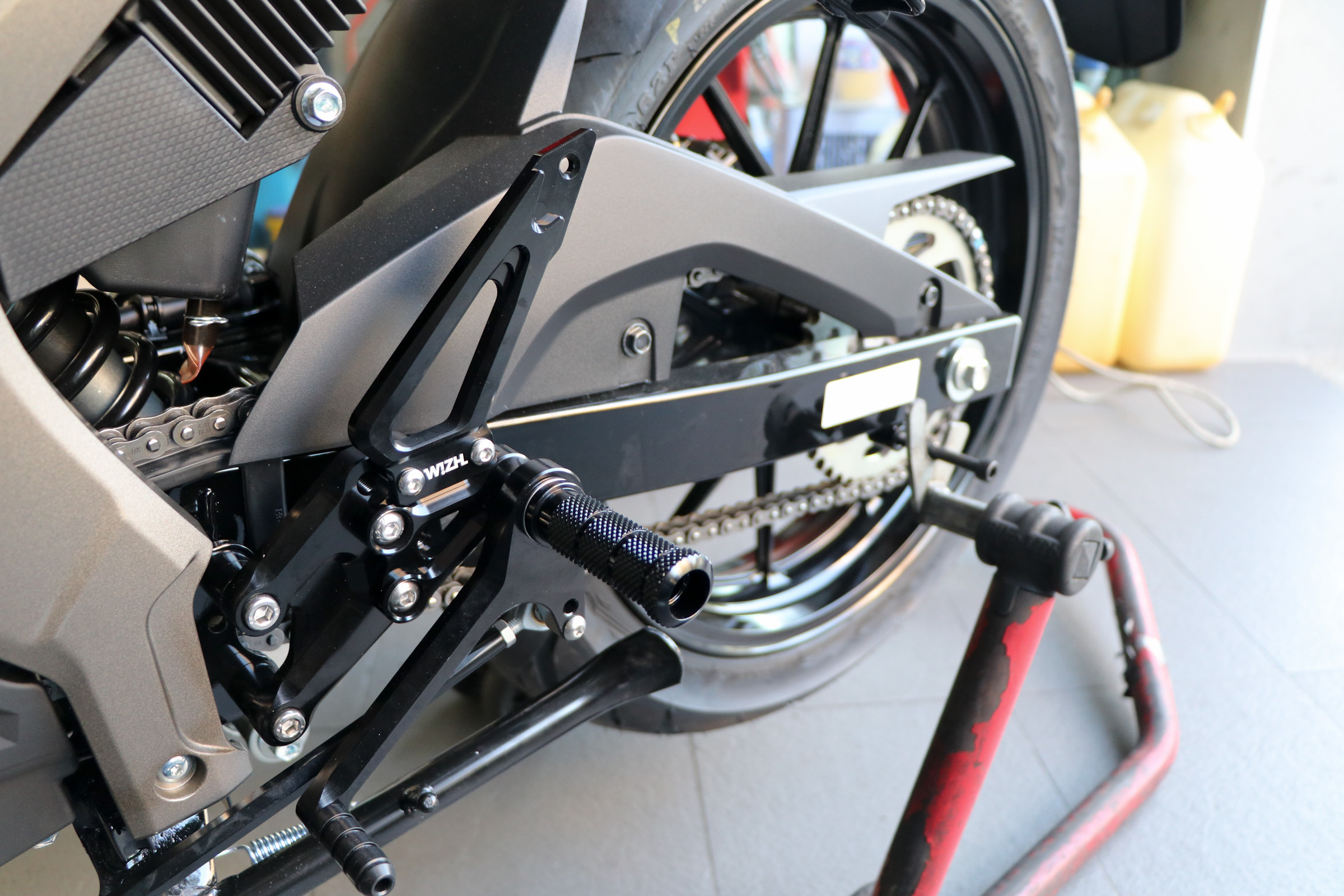 欣炫 Basic_Edition SUZUKI GSX R/S 150 MIT W!ZH-欣炫 [腳踏後移台灣製造